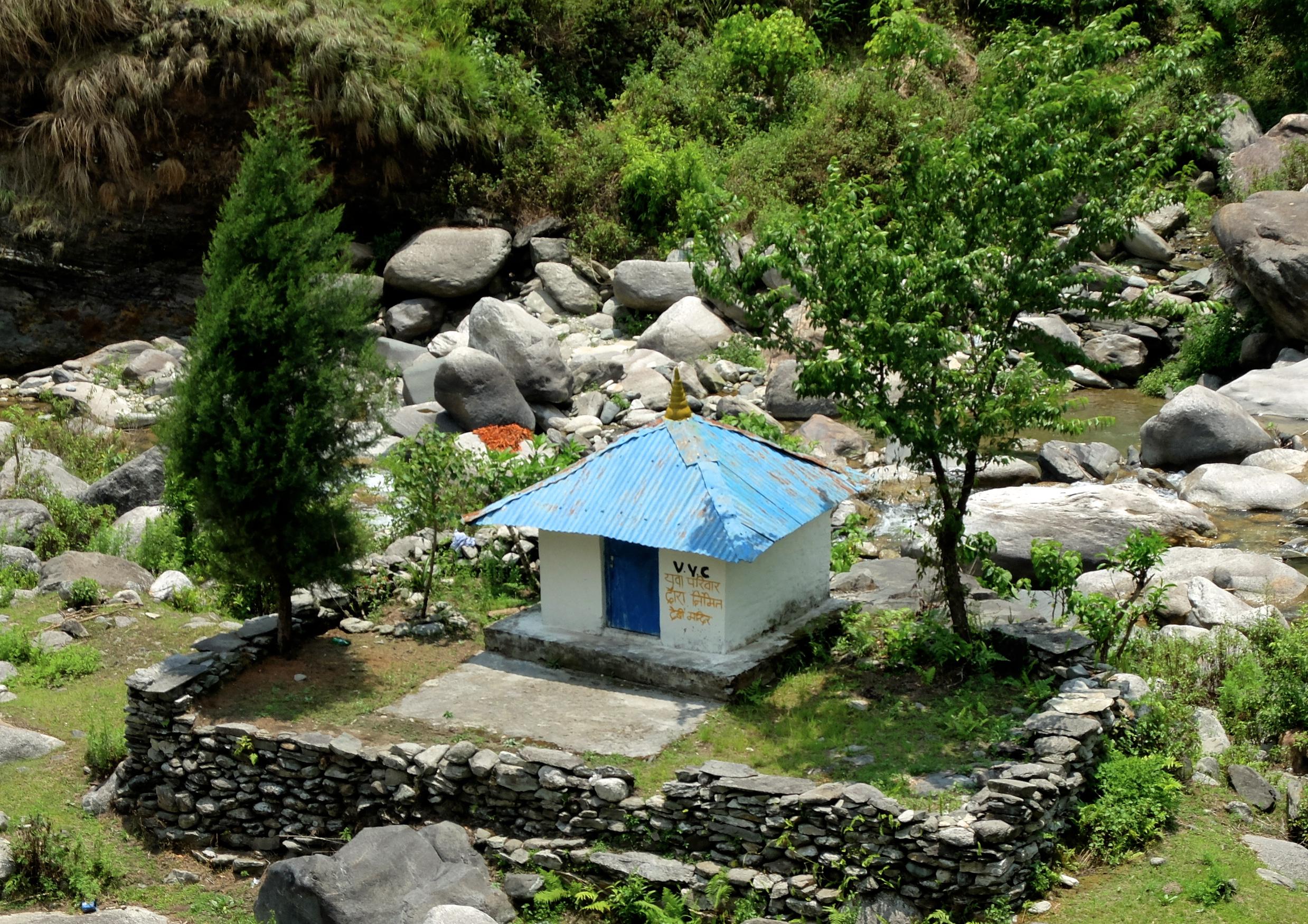 Au Népal, on leur a bien dit WC, ça se prononce Double Vé Cé. Et voilà le résultat. Bravo.