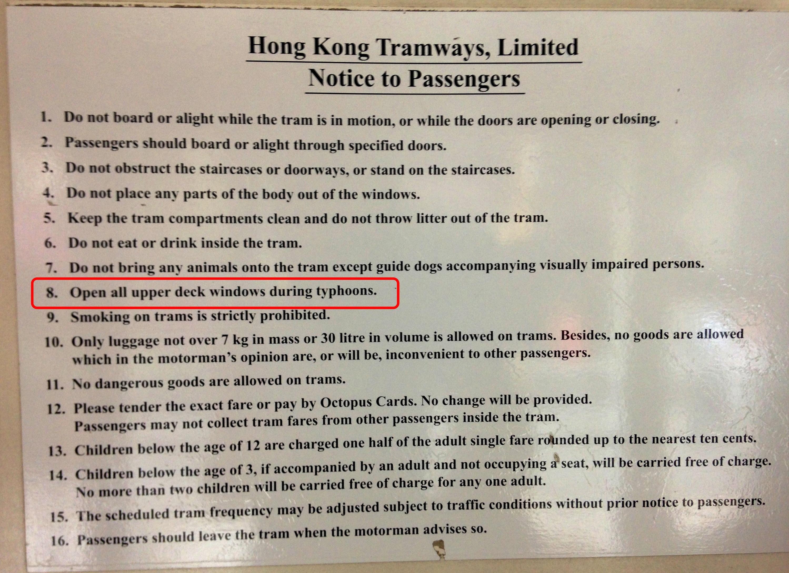 Vous en avez vu souvent des règles comme ça dans un tramway ?